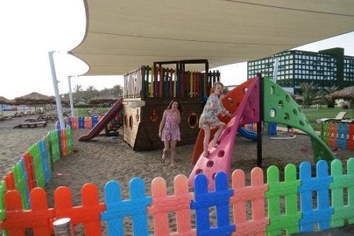 زمین بازی ساحلی کودکان در هتل مکس رویال بلک آنتالیا
