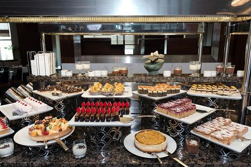 بخش شیرینیجات رستورتن اصلی هتل رگنوم