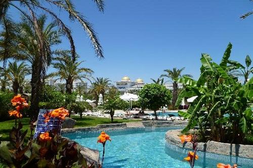 رودخانه خروشان هتل رویال وینگز آنتالیا