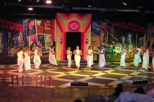 اجرای نمایش هتل رویال وینگز آنتالیا