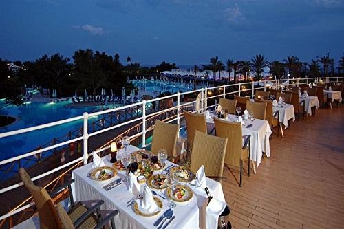 رستوران دریایی Capari Restaurant هتل تایتانیک بیچ لارا آنتالیا