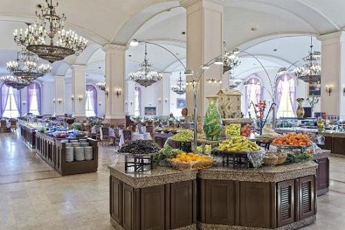 بخش سرو میوه در رستوران اصلی هتل وو کرملین