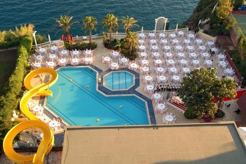 سرسرۀ آبی استخر اصلی هتل آدونیس