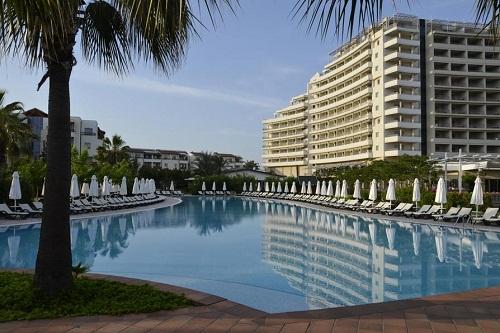 استخر اصلی هتل باروت لارا