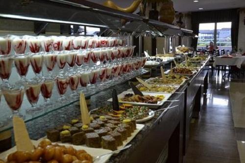 بخش شیرینیجات رستوران اصلی هتل شروود لارا