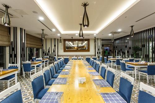 رستوران 24 ساعته 24hour Snack Restaurant در هتل شروود لارا