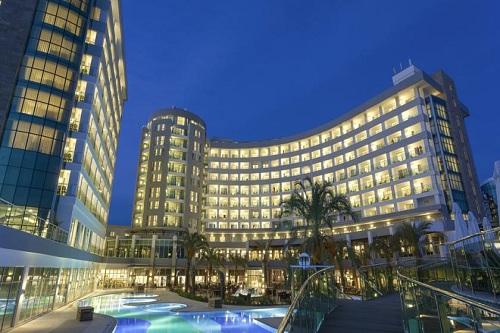 امکانات اقامتی و قیمت اتاق های هتل شروود لارا آنتالیا Sherwood Breezes