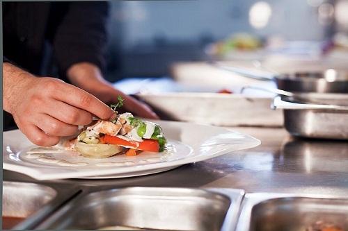 رستوران دریایی Mangal Restaurant در هتل پورتوبلو