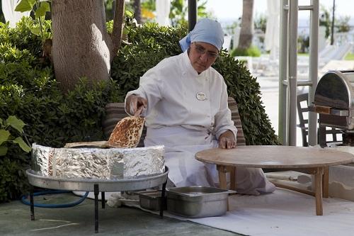 پخت نان داغ در هتل آدونیس آنتالیا