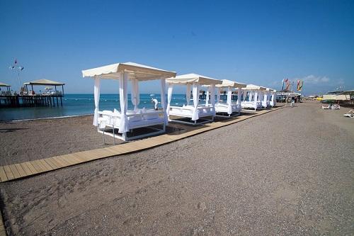 کابین های ویژه ساحل اختصاصی هتل رویال هالیدی پالاس