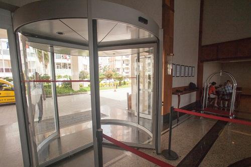 ورودی اصلی هتل پورتوبلو