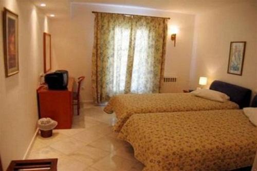 اتاق های استاندارد هتل آدونیس