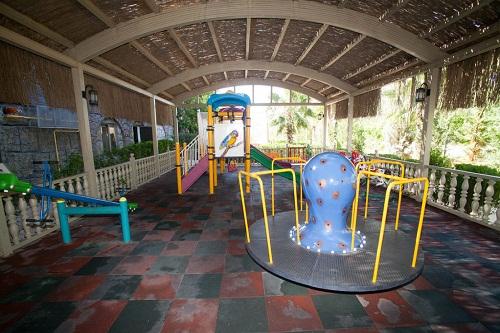 پارک سرپوشیده کلوپ کودکان هتل رویال هالیدی پالاس آنتالیا
