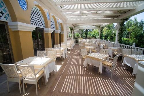 فضای تابستانی ستوران اصلی هتل رویال هالیدی آنتالیا