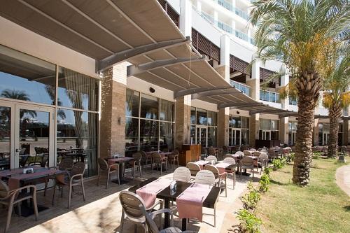 فضای تابستونی رستوران اصلی هتل شروود لارا