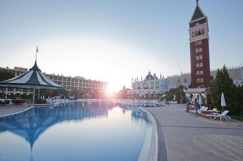 استخر اصلی هتل ونیزیا پالاس