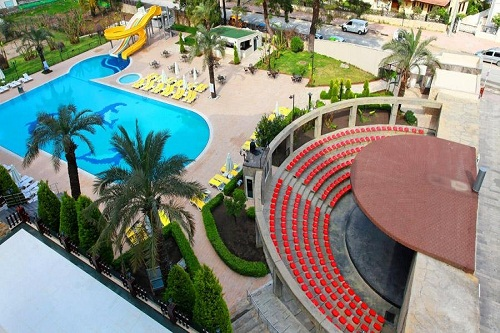آمفی تئاتر در هتل 5 ستاره گرند رینگ آنتالیا