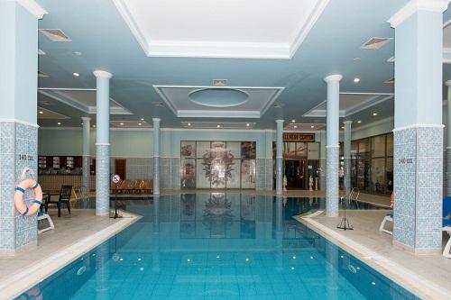 استخر سرپوشیده هتل ونیزیا پالاس