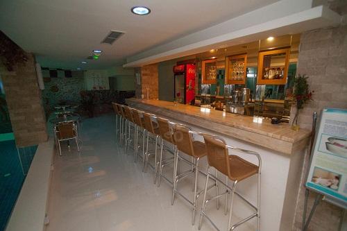 اسنک بار استخر سرپوشیده هتل 5 ستاره سی لایف آنتالیا