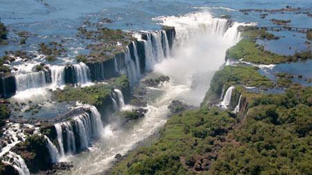 آبشارهای آیگاسو یکی از عجایب طبیعی جهان