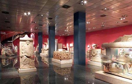 جاذبه های آنتالیا موزه ی باستانی آنتالیا دارای 13 سالن نمایش از دوران باستانی می باشد
