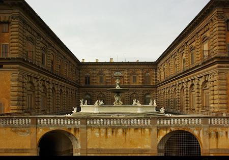 کاخ پیتی از جاذبه های گردشگری ایتالیا
