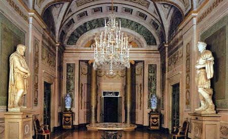 کاخ پیتی در سال 1458 به دستور بانکدار فلورانس، لوکاپیتی ساخته شد