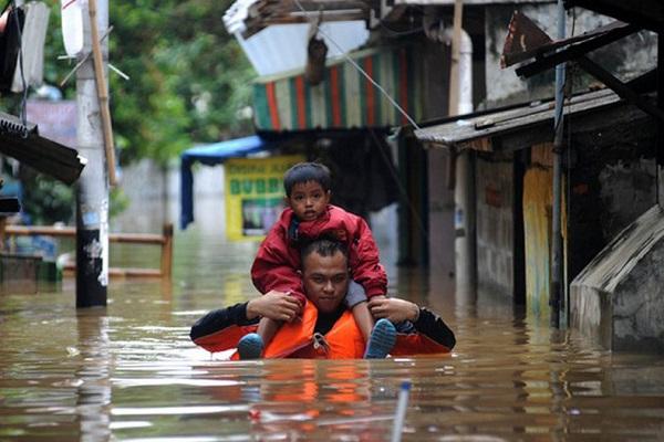 وقوع سیل در اندونزی ؛ حداقل ۲۴ کشته