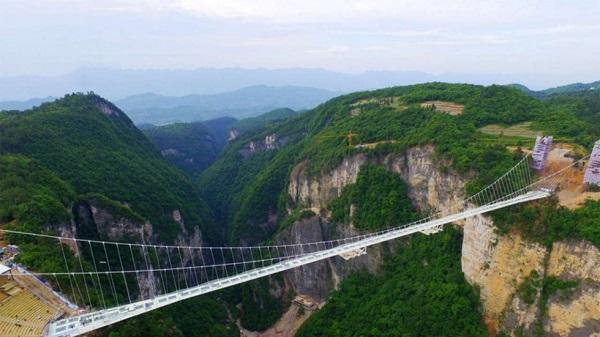 افتتاح بلندترین و طولانی ترین پل شیشه ای در چین