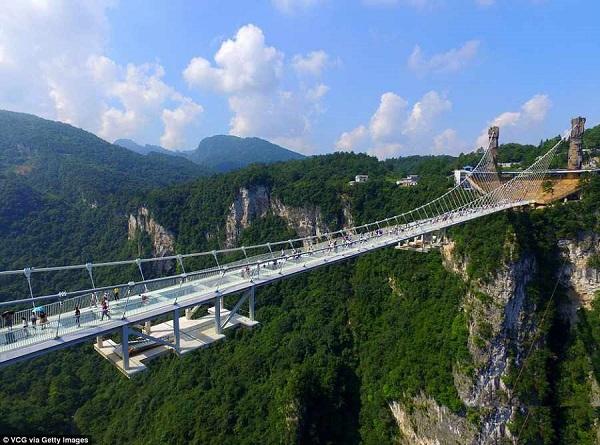 طولانی ترین پل شیشه ایی چین