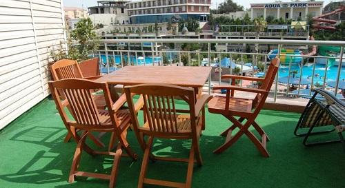 نمایی از تراس سوئیت هتل آف باکو