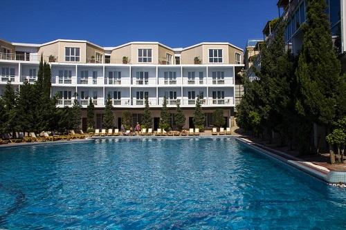 نمای بیرونی و استخر هتل آف باکو