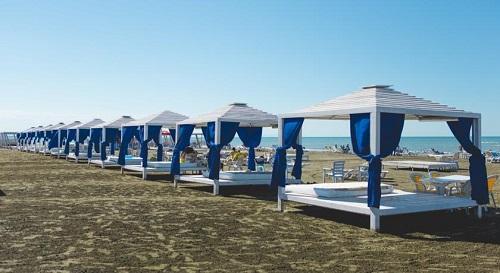 تخت های ساحل اختصاصی هتل آف باکو