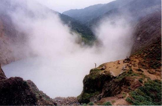 دریاچه جوشان و متفاوت دومینیکا