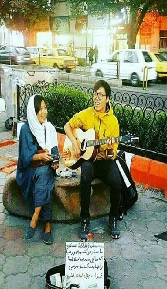 تامین هزینه های زوج هنگ کنگی با ساز زدن در خیابان های ایران