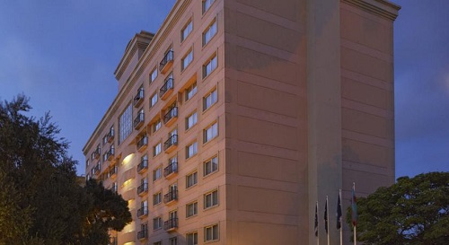 نمای بیرونی هتل حیاط ریجنسی باکو
