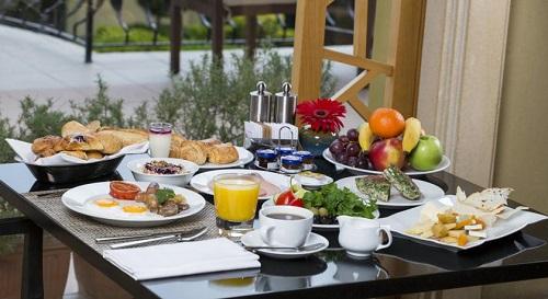 صبحانه بوفه هتل حیاط ریجنسی