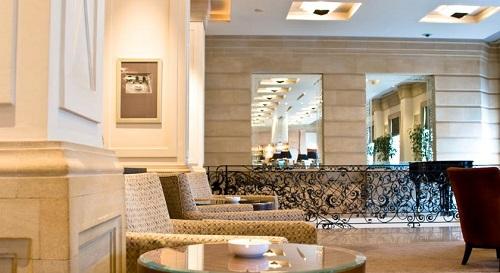 لابی هتل حیاط ریجنسی باکو
