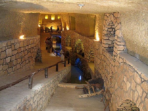 شهر زیرزمینی کاریز ، قنات 800 ساله کیش