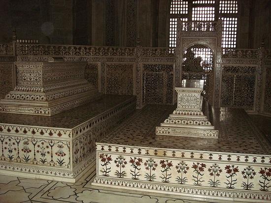 مقبره ارجمند بانو در تاج محل