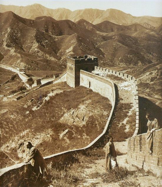 عکسی قدیمی از دیوار چین