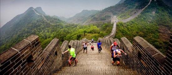 پیاده روی در دیوار چین