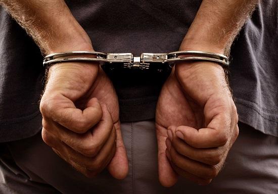 حکم 3 ماه زندان به دلیل بوسیدن مهماندار