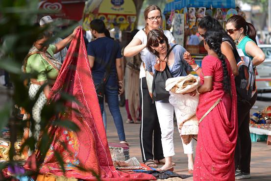 قانون جدید برای پوشش گردشگران خارجی در هند