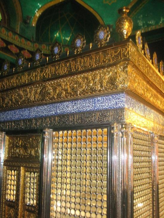 مقبره داخل مسجد