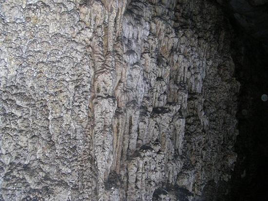 جاذبۀ متفاوت به نام غار بیمار آب در مشهد