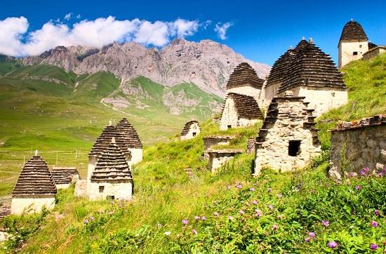 روستای درگوس ، شهر مخوف مردگان