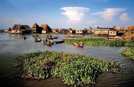 گانوی ، روستایی عجیب بر روی دریاچه