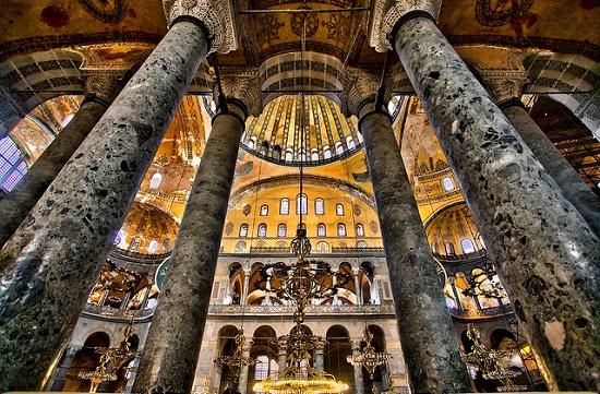 جاذبه های گردشگری استانبول ، مسجد ایاصوفیه