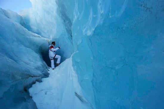 گشت و گزار در کوهای یخی همراه با راهنما